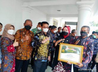Idza Priyanti Terima Penghargaan Abdi Bakti Tani 2021