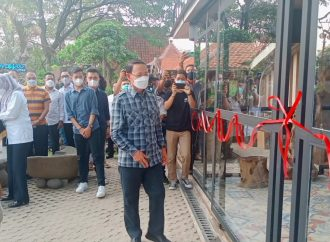 "Bupati Karna Launching Soft Opening ""Samoja Coffe"" Dengan Suasana Alam"